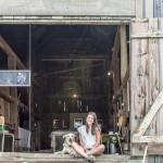 Amélie Lemay-Choquette à son studio dans la grange de la ferme La Généreuse